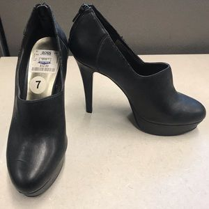 Nine West black heel booties